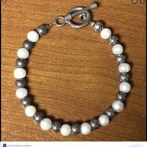 B0372 - Silpada Silver & Pearl Bracelet